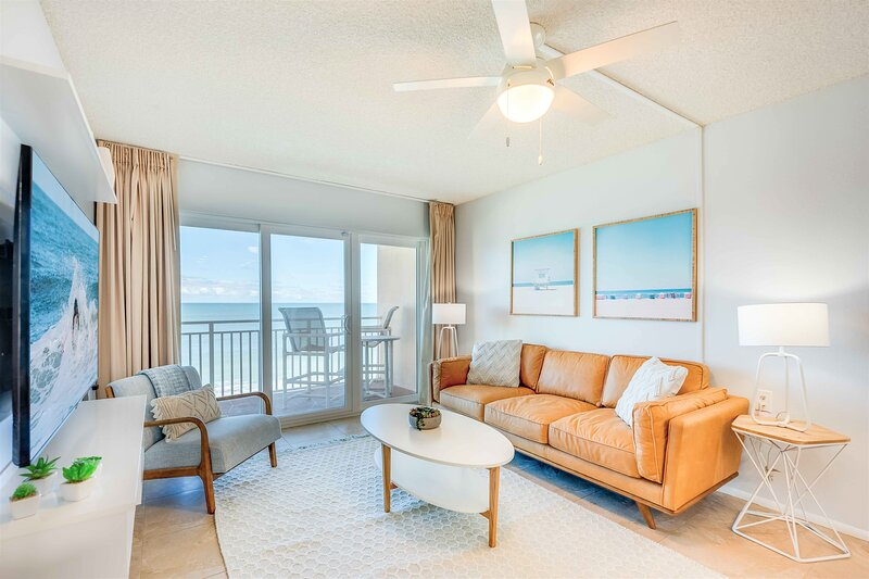 Direct Oceanfront - Fully Renovated - Amazing Ocean Views, holiday rental in Palm Shores