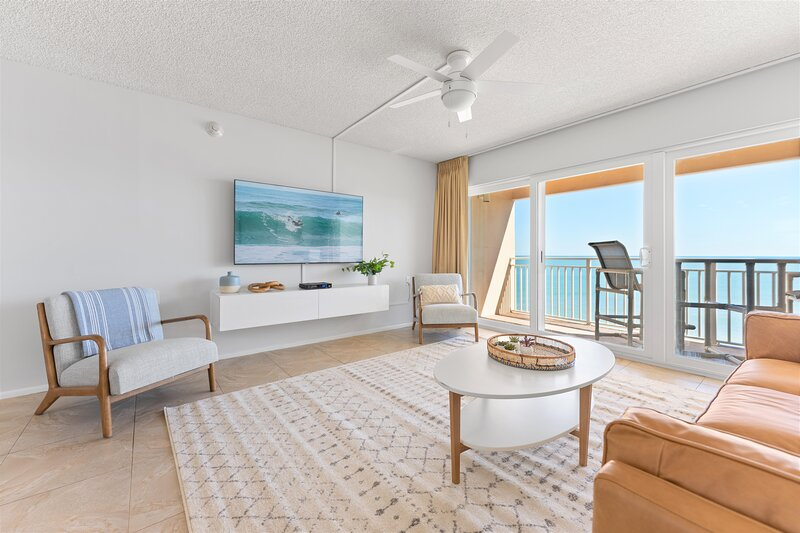 Penthouse - Direct Oceanfront - Fully Renovated, alquiler de vacaciones en Satellite Beach