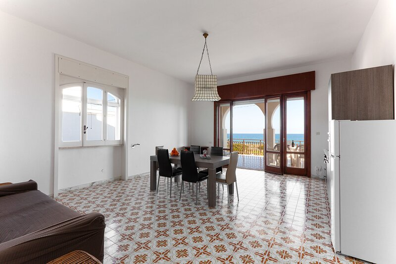 Casa vista mare spiaggia 4 camere 2 bagni m115, vacation rental in Melendugno