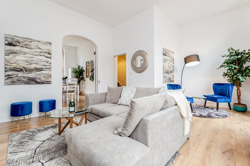 Luxury 4bed home 2min from High Street Ken/Olympia, aluguéis de temporada em Beckenham