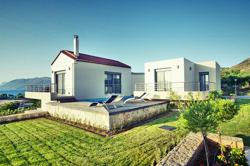 Modern Pool Villa, a few meters from Nopigia Beach, holiday rental in Koleni