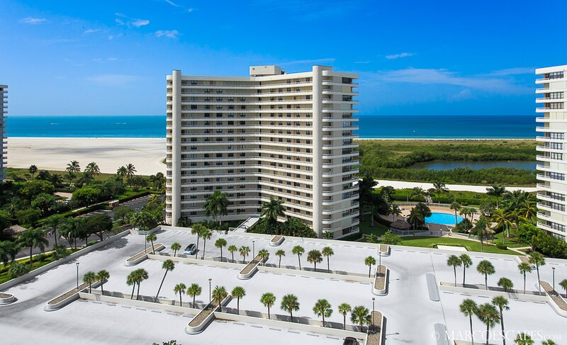 THE PENTHOUSE AT SOUTH SEAS - Weekly Beachfront Vacations Permitted !!, vacation rental in Marco Island