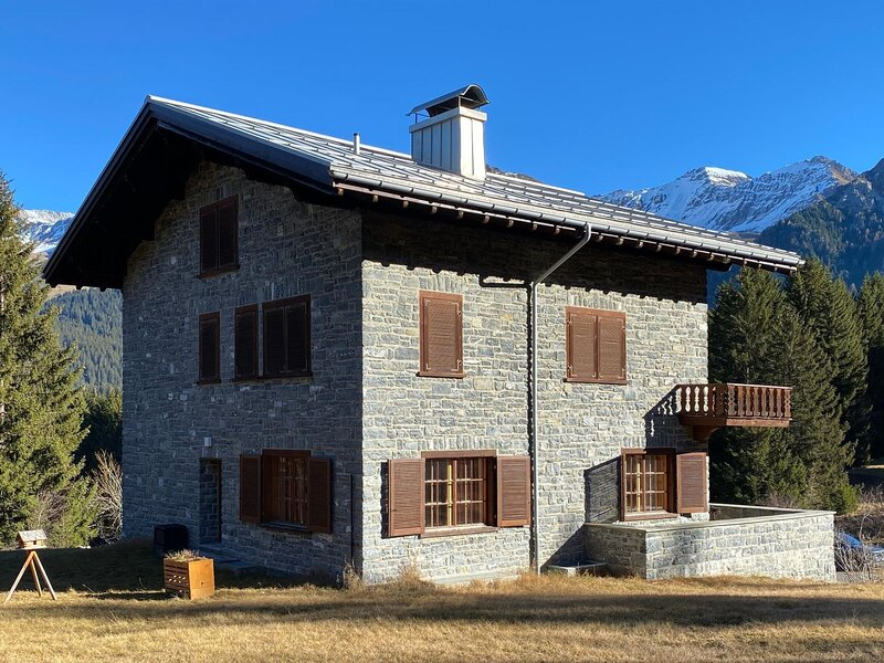 **** Chasa, vacation rental in Surava