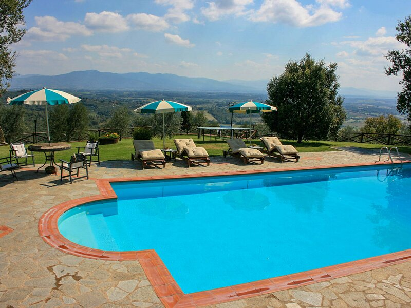 A spasso tra gli ulivi, holiday rental in Oliveto