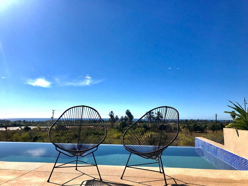 Panoramic Ocean Views in a Peaceful, Quiet Neighbourhood. Close to all amenities, holiday rental in El Pescadero