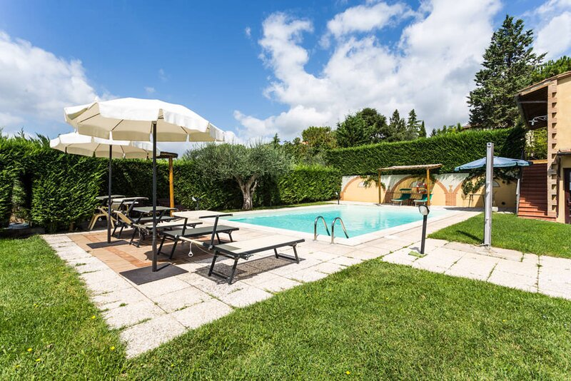 Private villa between umbria and tuscany with air conditioning and private pool, casa vacanza a Casamaggiore