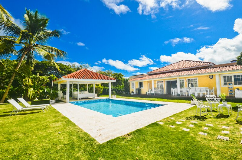 Awesome 5BR Villa with Private Pool, holiday rental in Dominican Republic