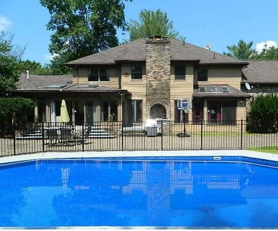 Center Hall Colonial Villa in the Heart of Poconos, holiday rental in Saylorsburg