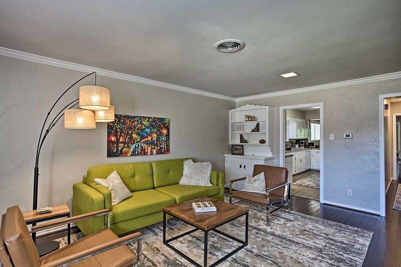 NEW! Charming Dallas-Area Gem w/ Private Courtyard, alquiler de vacaciones en Highland Park