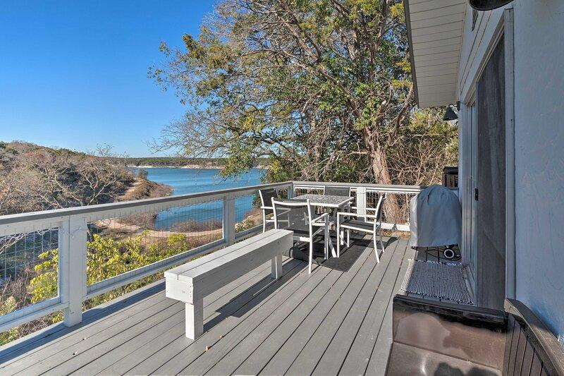 NEW! Belton Lake Studio w/ Dock, Boat Slip & Kayak, holiday rental in Harker Heights