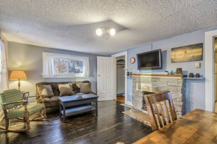 Urban cabin near downtown Colorado Springs in the Ivywild neighborhood, WiFi, TV, holiday rental in Fort Carson