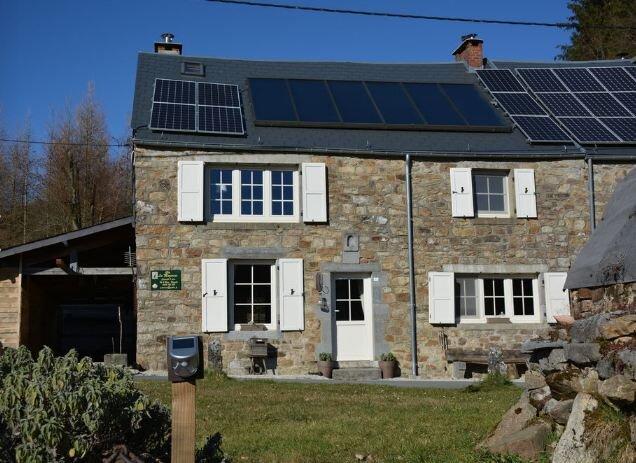 Amazing house with garden & terrace, location de vacances à Couvin