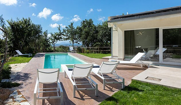 Sicily villa with heated pool 10 sleeps, holiday rental in Parrinello