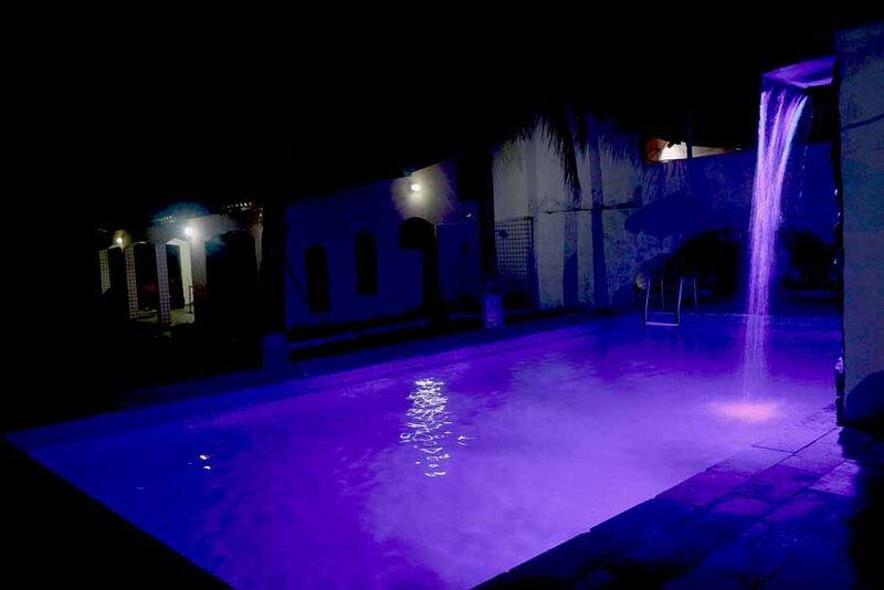 Casa com campo de futebol e piscina privativo, aluguéis de temporada em Nova Iguaçu