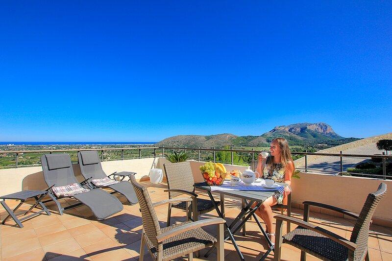 Luxury modern villa in La Sella, 5-Bed, Ferienwohnung in Altea la Vella