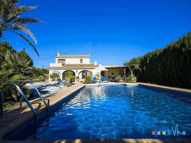 JOWI - Verano perfecto en la villa con piscina privada en Moraira, holiday rental in Canor