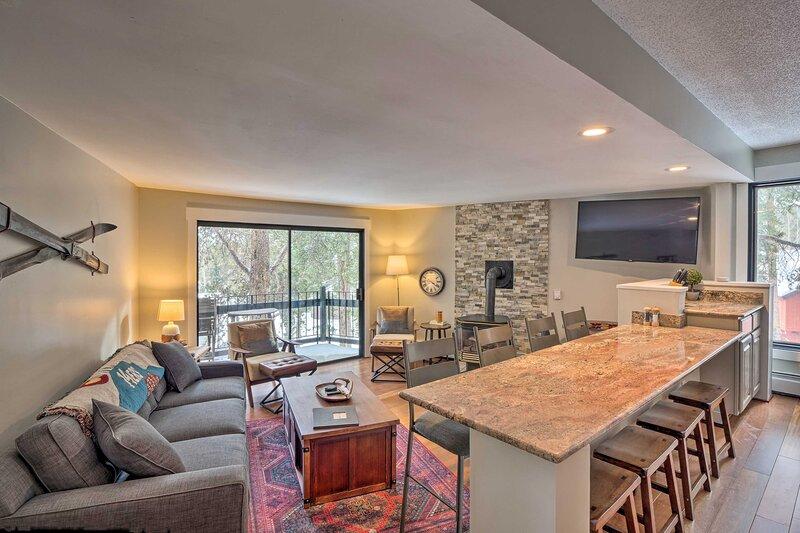 NEW! Modern Living in Breck, < ½ Mi to Ski Slopes!, vacation rental in Breckenridge