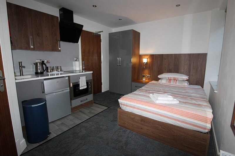Victoria House Double Deluxe Standard Studio 205, holiday rental in Coventry