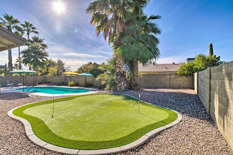 Private Backyard   Putting Green   Pool
