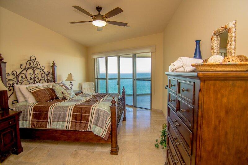 Ceiling Fan,Indoors,Flooring,Hardwood,Furniture