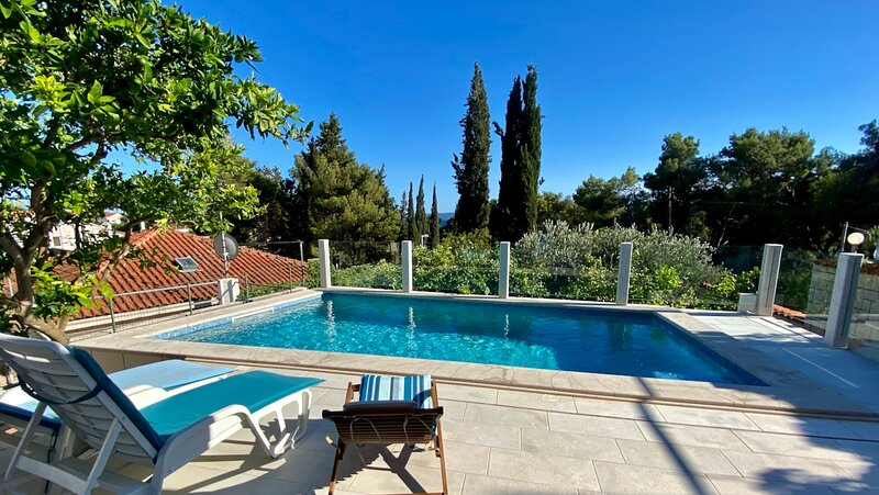 Beach House Sumartin - Heated Pool & Summer Kitchen, location de vacances à Sumartin