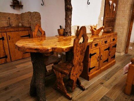 Jolie chaumière à l'orée des bois avec jacuzzi privatif, holiday rental in Besse-sur-Issole