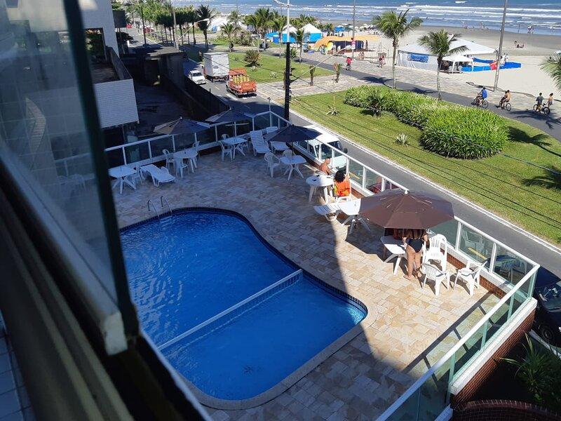 FRENTE MAR PISCINA CHURRASQUEIRA SALA DE JOGO  WIFI NETFLIX GARAGEM PORTARIA 24H, location de vacances à Praia Grande