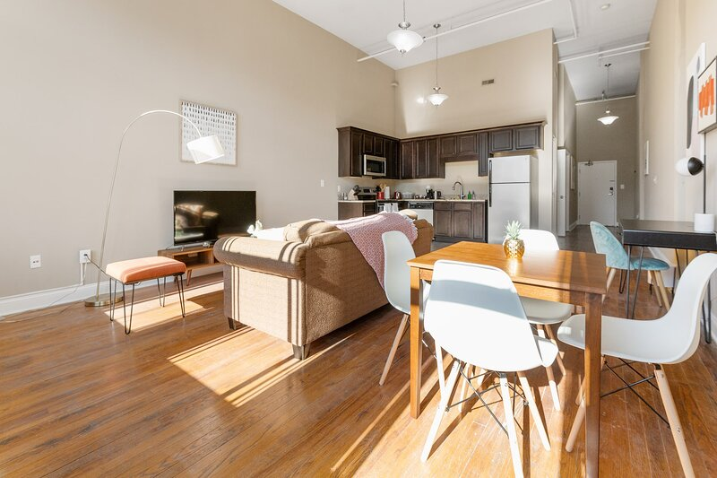 Kasa Columbia | Work Remotely 1BD/1BA + Self Check-In | Soda City Market, casa vacanza a Elgin