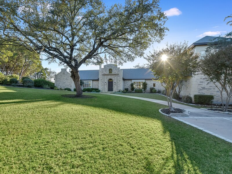 THE ABOVE HARMONY HOUSE ON LAKE AUSTIN, holiday rental in West Lake Hills