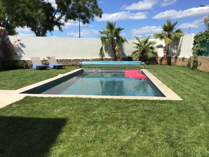 Maison vigneronne avec piscine chauffée, climatisation et WIFI, aluguéis de temporada em Pinet
