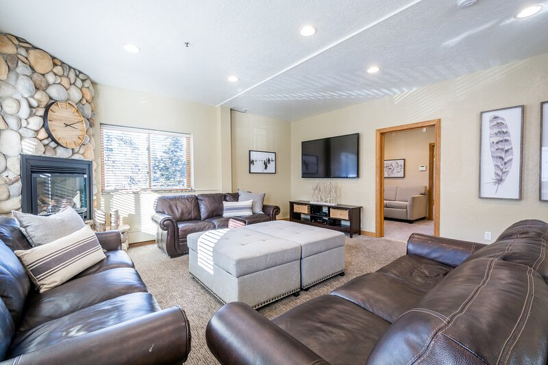 Private Hot Tub Mountain Lodge 5 Bedroom, holiday rental in Alta