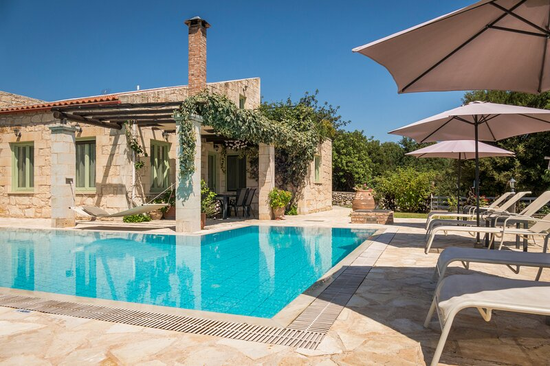 Villa Lithos , Private Pool & Jet/Tub !, vacation rental in Filippos