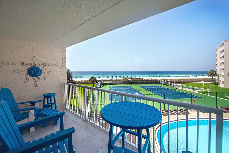 Balcony,Chair,Furniture,Bench,Railing