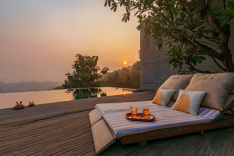 Paashaan, A Luxury Estate w/ Heated Pool + All Meals Incl by Vista Rooms, aluguéis de temporada em Raigad District