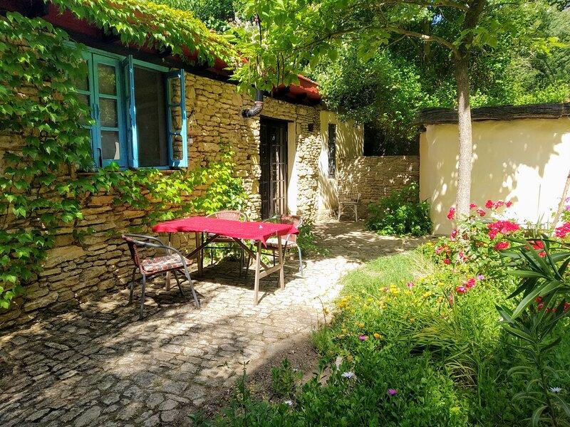 Casita Azul -  rural eco cottage on La Molina, alquiler de vacaciones en Setenil de las Bodegas