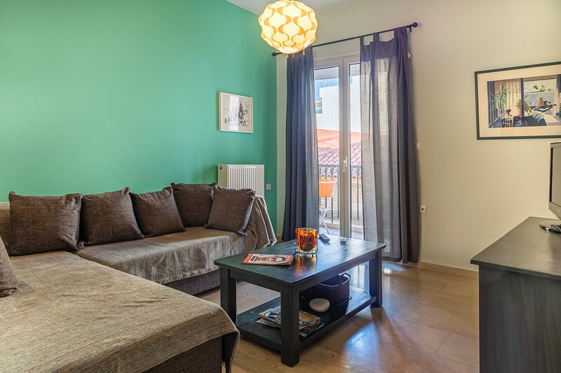 Erika's Stylish flat in the historical center, holiday rental in Messini