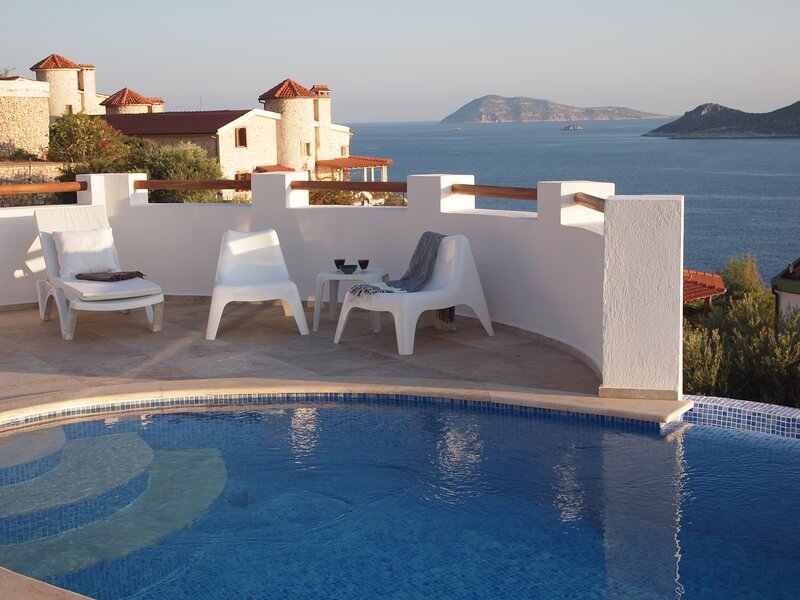 Seaview villa with private pool, holiday rental in Kastellorizo