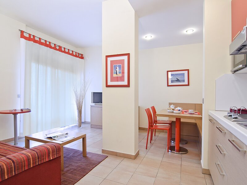 Residence I Triangoli Appartamento mensile, holiday rental in Acilia