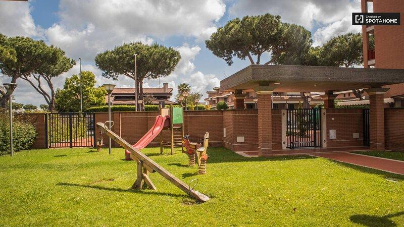 Appartamento mensile in Residence con cortile Zona Roma, holiday rental in Acilia