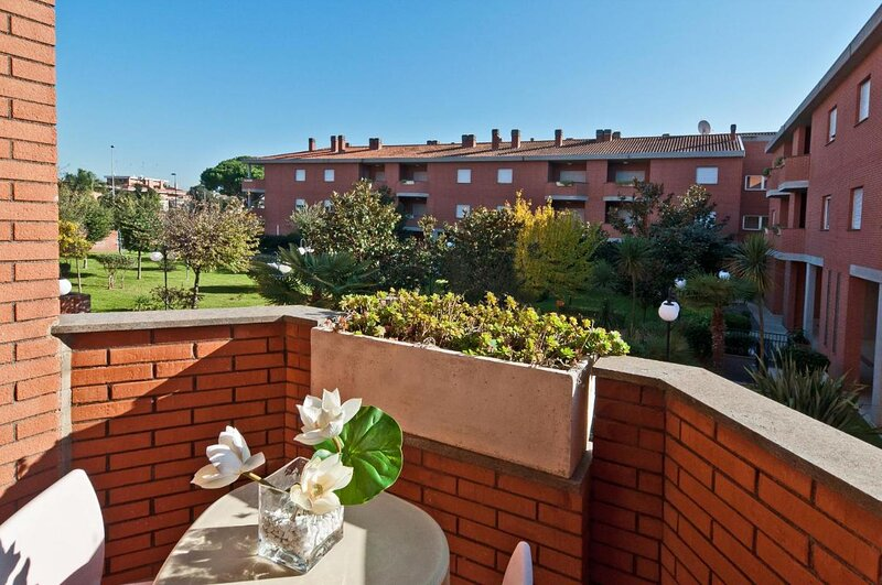 Residence I Triangoli Cozy Apartment one room, holiday rental in Acilia