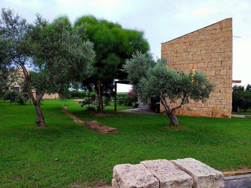 Villa Borgo Antico PORTO PINO, holiday rental in Nuxis