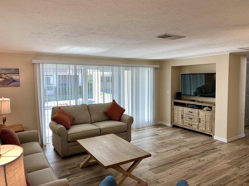Flooring,Hardwood,Living Room,Room,Indoors
