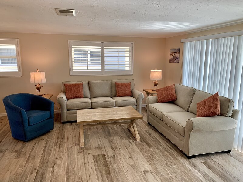 Flooring,Furniture,Couch,Home Decor,Hardwood