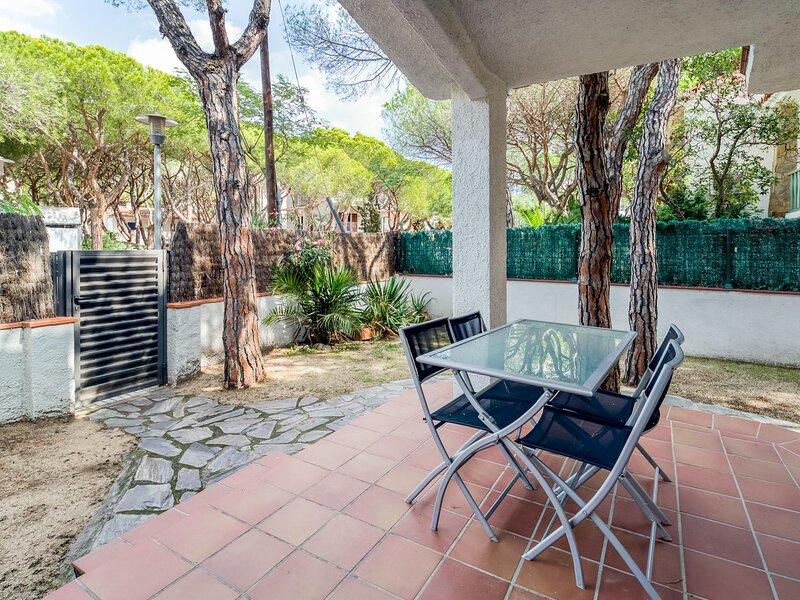 Apartment on the beach near public transport, vacation rental in Castell-Platja d'Aro