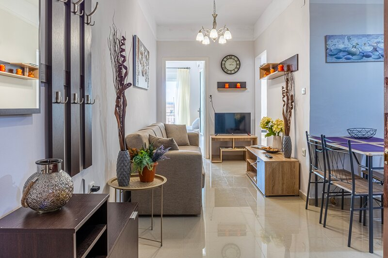 Comfy central square gem with terrace, holiday rental in Messini