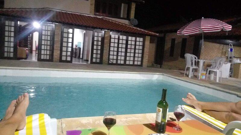 Bela casa de  temporada com uma bela piscina e mar, num local muito aprazível,, holiday rental in Jacone