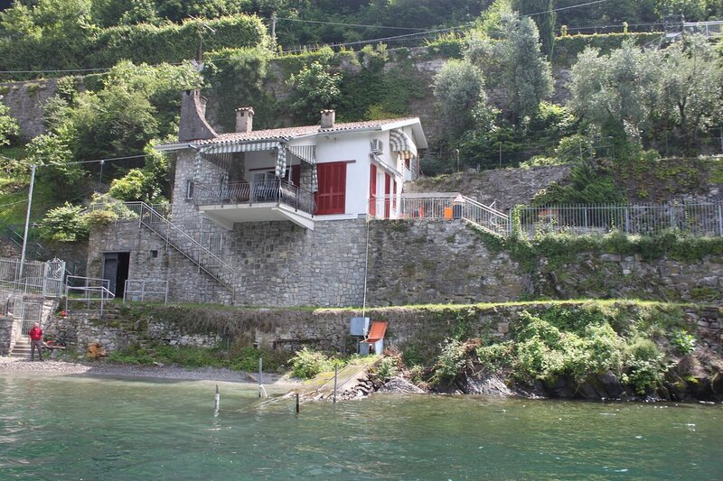 Lovely Villa on the lake, vacation rental in Argegno