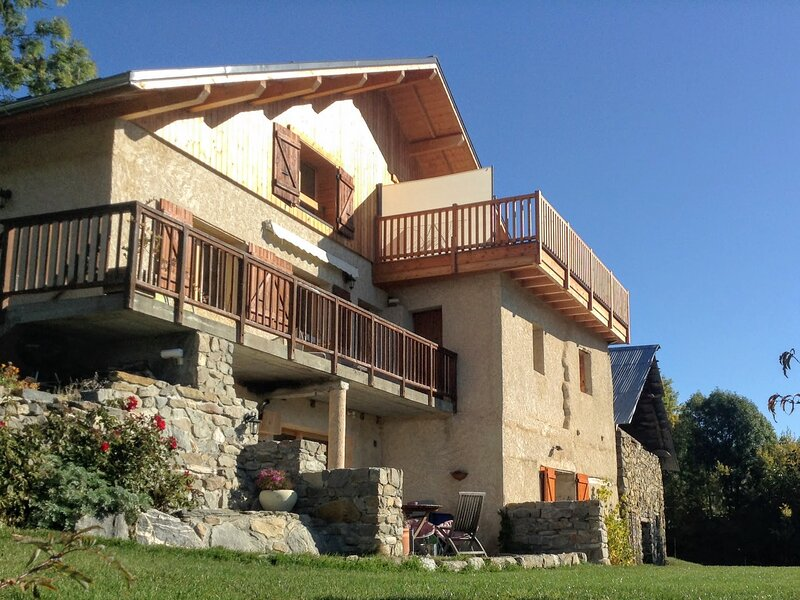 Gîte Les Vignets, 3 chambres (6 pers.) , Hautes-Alpes, Lac de Serre-Ponçon, location de vacances à Hautes-Alpes