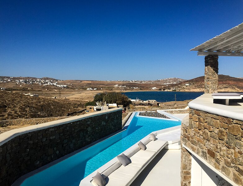 Ano Mera Villa Sleeps 8 with Air Con - 5833840, holiday rental in Ftelia