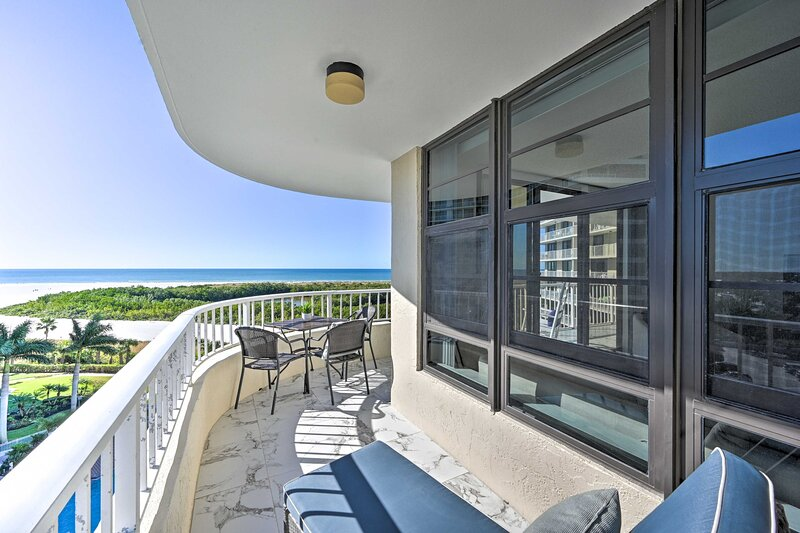 Resort Condo with Balcony & Stunning Ocean Views!, vacation rental in Marco Island